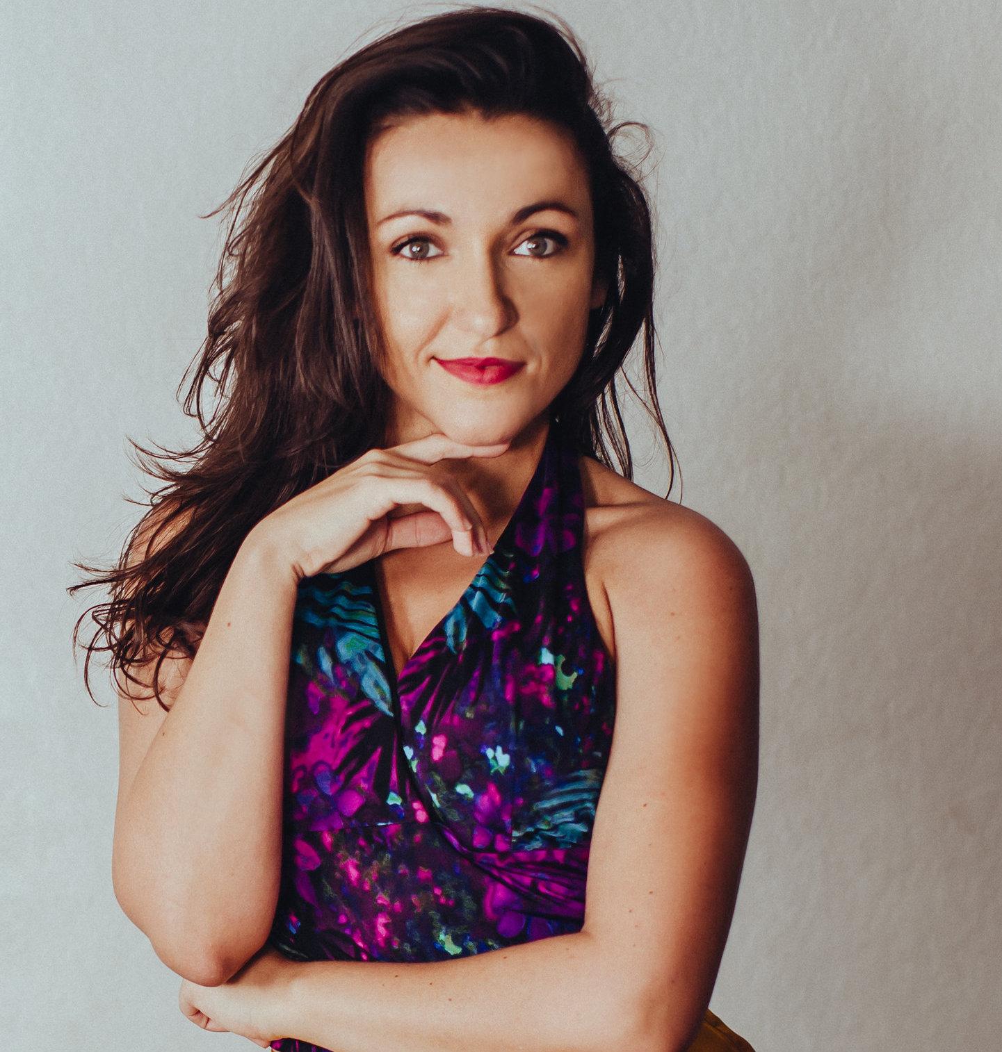 Tonya Fahari | Account Director | Digital Marketing Expert